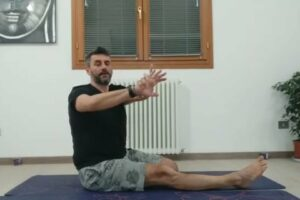 Tutorial Krounchasana (posizione dell'airone) e Baradvajrasana (anche e torsione del tronco) 12 min