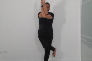 Tutorial Garudasana – posizione dell'aquila